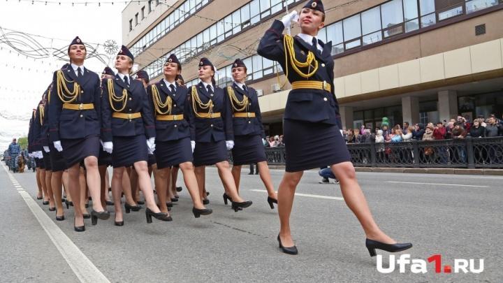 Прекрасные лица уфимской полиции: курсантки института МВД вышли на парад