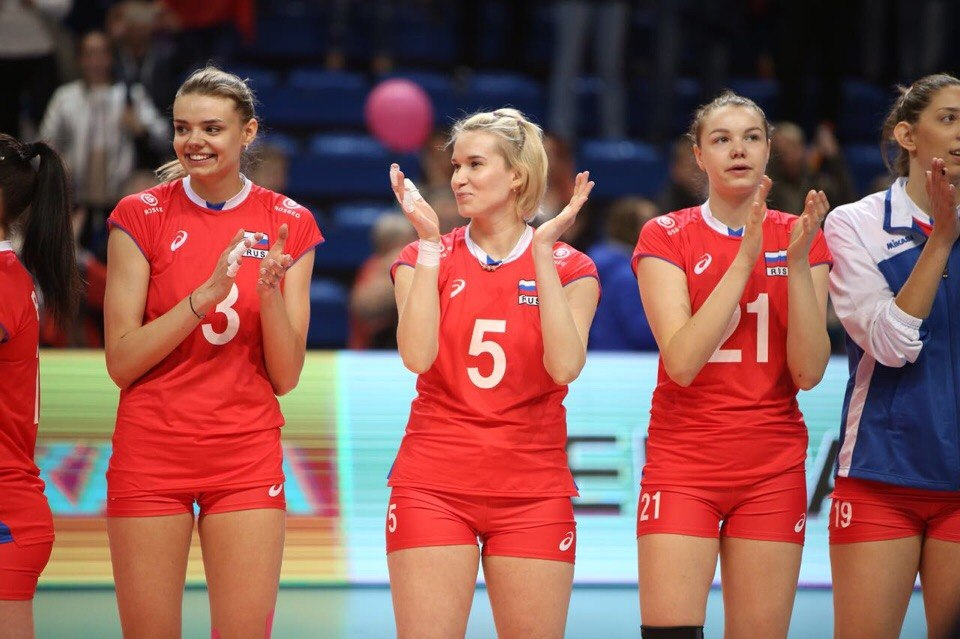 Российские волейболистки после того, как одержали победу в матче
