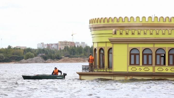 Началась проверка: одна версия, почему затонул ресторан-дебаркадер в Ярославле