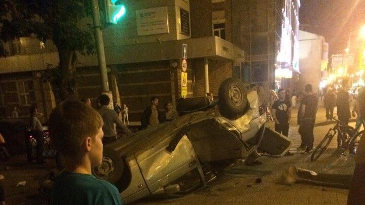 В Уфе появилось видео момента ночной аварии с Bentley