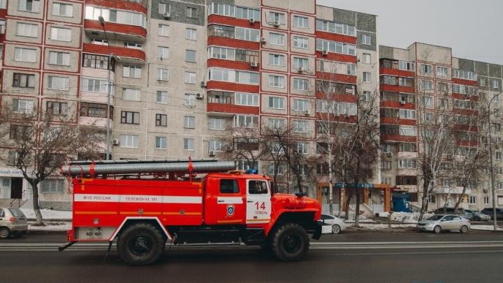 Пожарные спасли тюменца, который чуть не задохнулся во время готовки ужина