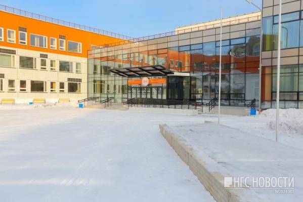 Вместимость школы 1280 учеников в одну смену