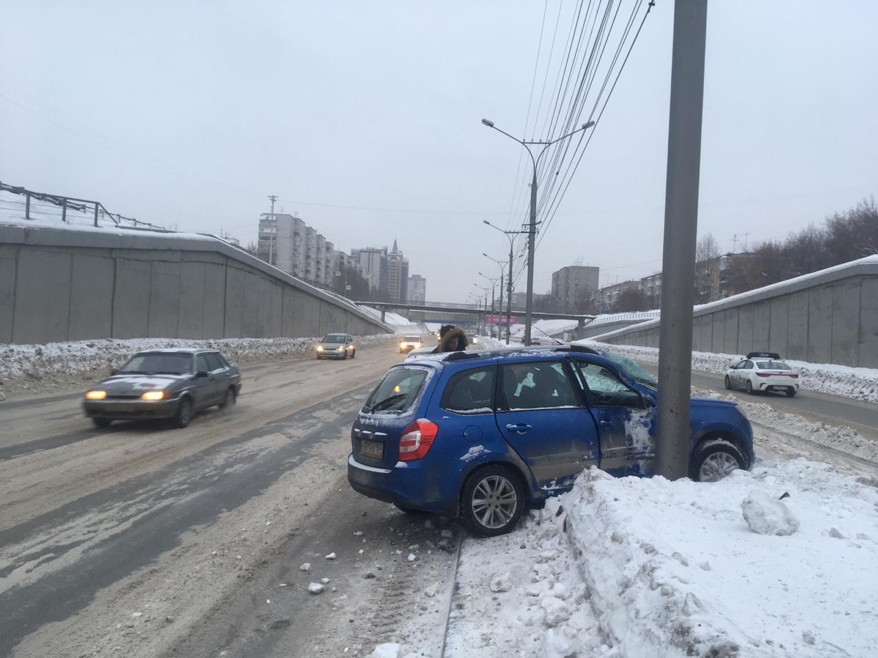 По предварительной информации, в ДТП пострадал водитель