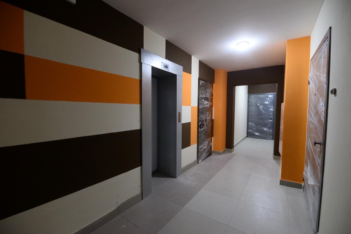 В подъездах сделана дизайнерская отделка, есть удобная навигация по этажам