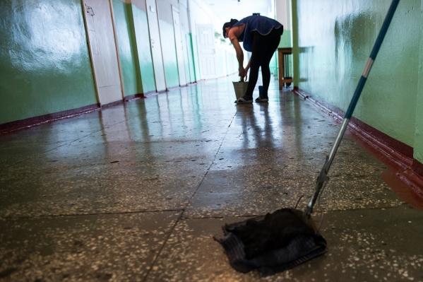 Теперь уборкой в Новосибирской областной больнице занимаются специально обученные люди