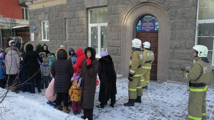 Накануне 9 Мая в Красноярске массово эвакуируют ТЦ
