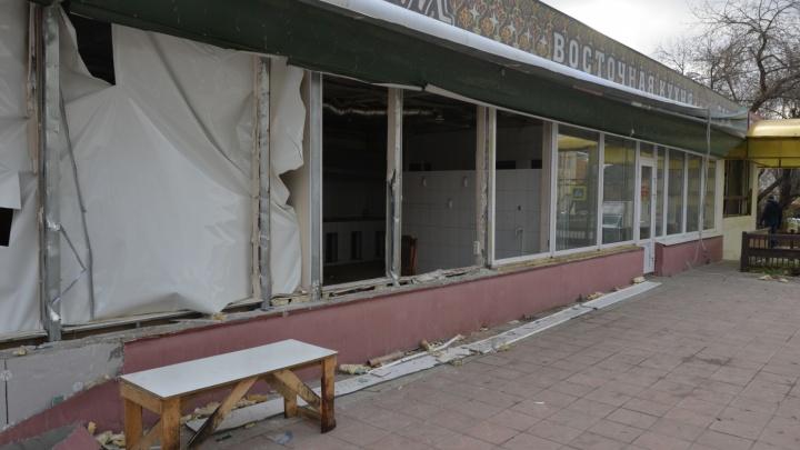 Под суд могут отправить пристава, увидевшего в узбекском кафе на Эльмаше «заброшенный ларек»