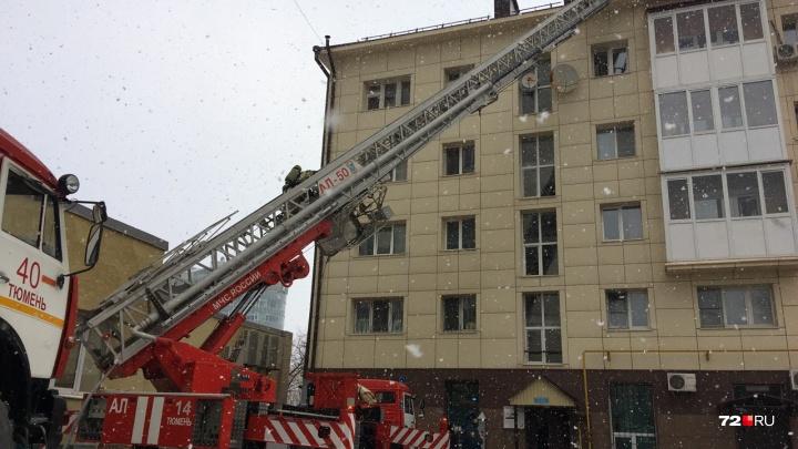 В Тюмени загорелся пятиэтажный дом на улице Республики