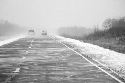 На трассах снежные заносы и гололед