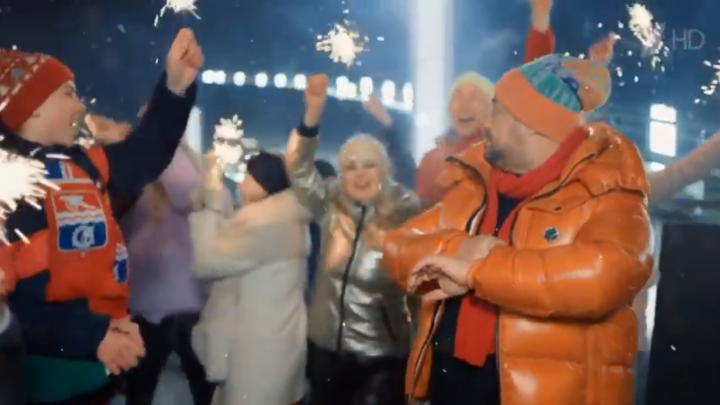 На «Голубом огоньке» в клипе Жукова и Лолиты появился парень из Каменска-Уральского. Как он там оказался