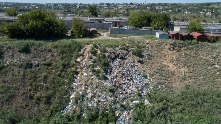 «Мусор ползет в овраг»: поселок в Краснооктябрьском районе Волгограда задыхается из-за старой свалки
