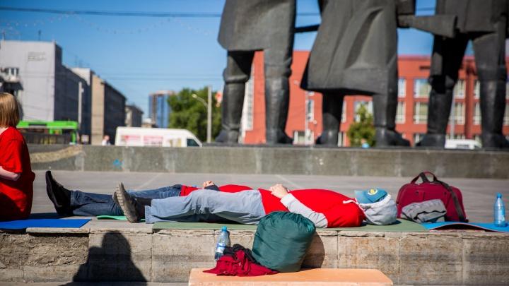 Дольщики Тульской начали голодовку и прилегли на площади Ленина