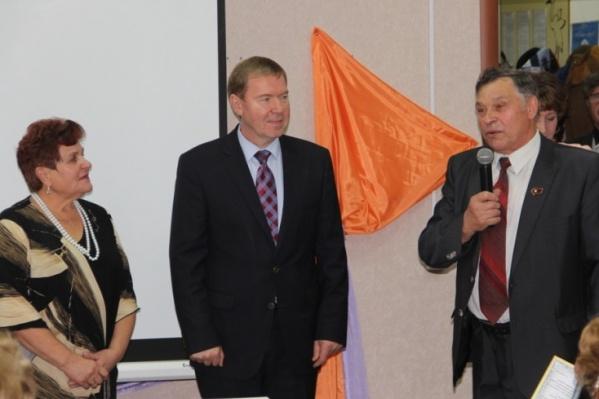 Виктор Аверин (в центре) перестал быть главой района с сегодняшнего дня