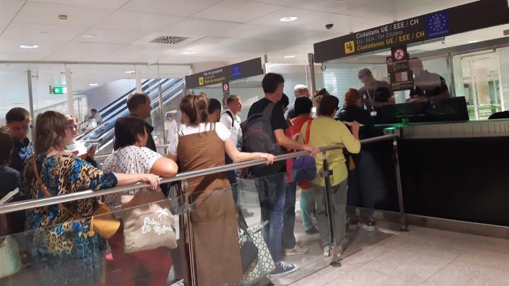 Пермяки застряли в аэропорту Барселоны из-за забастовки рабочих авиакомпании