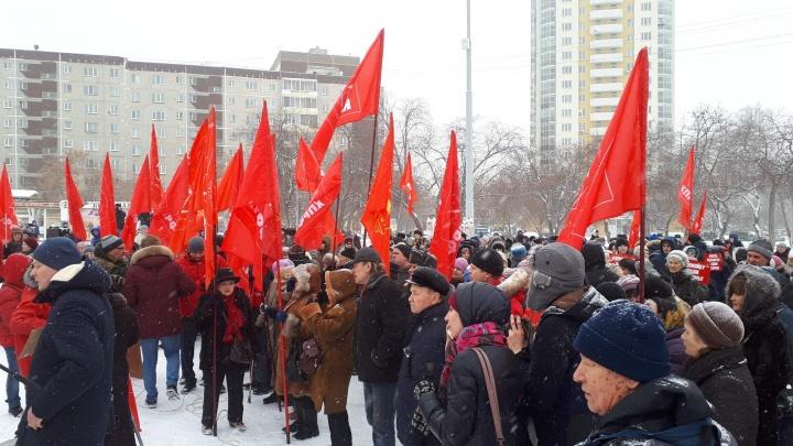 «В помойку ваши реформы»: сотни горожан вышли на митинг против мусорных поборов