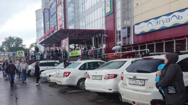 Написали письмо о бомбе: в Самаре эвакуировали корпус ТОЦ«Скала» и ТЦ «Вива Лэнд»