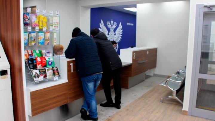 «Почта России» начала доставлять еду омским пенсионерам и инвалидам