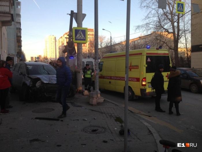Авария на Фурманова, где Honda проехала по тротуару, вызвала большой резонанс