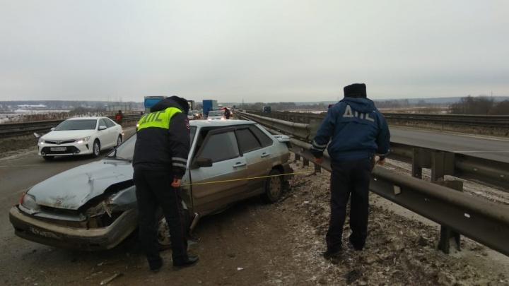 На Тюменском тракте произошла массовая авария из-за выпавшей из прицепа будки
