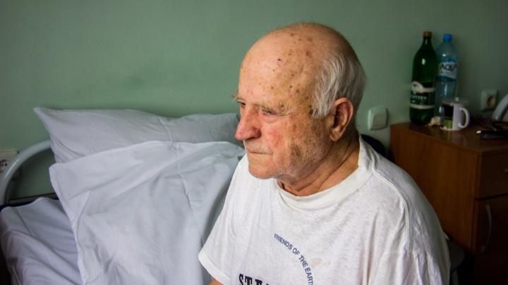 Новосибирский ветеран ВОВ попал в больницу — он мечтает сходить на парад 9 мая