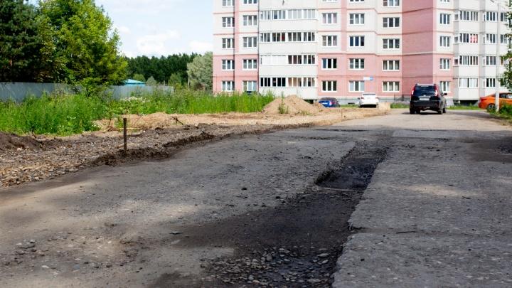 Скандал пошёл на пользу: власти пообещали жителям Суздалки построить нормальную дорогу