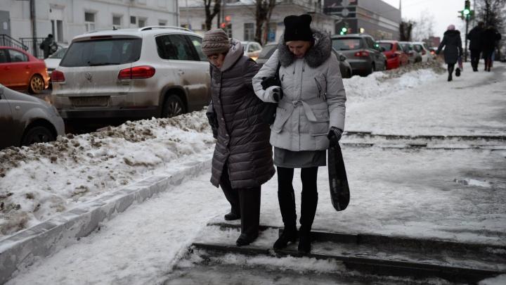 Зима не отпускает: в ближайшие дни на дорогах Екатеринбурга будет скользко