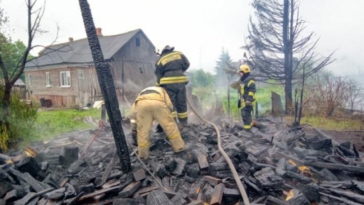 «Был заядлым курильщиком»: следком выясняет обстоятельства гибели мужчины в пожаре на Кегострове