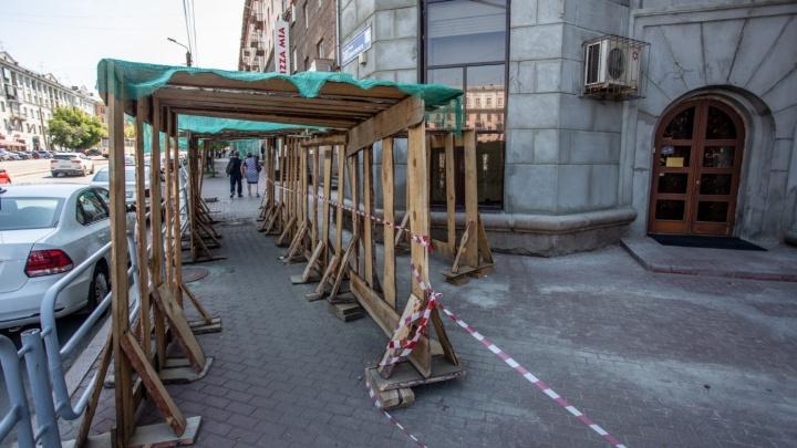 В Челябинске оштрафовали строителей, ремонтирующих фасады на проспекте Ленина