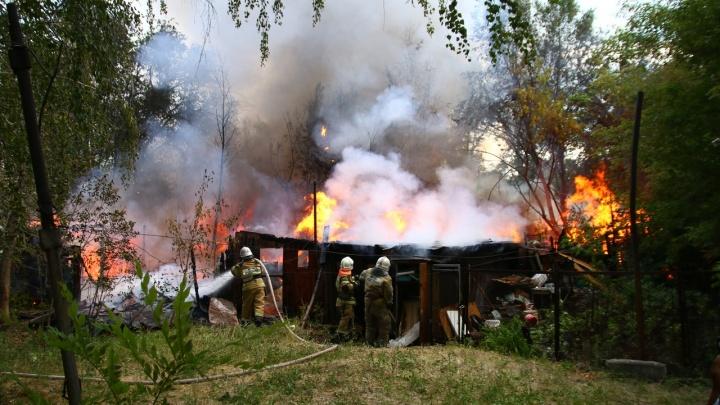 Повышенная сложность: сараи на Санфировой в Самаре тушили 60 пожарных