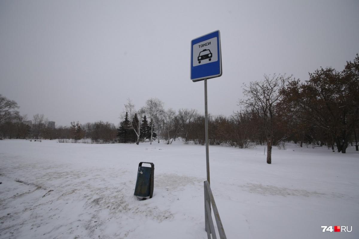 Запомните форму этого знака: за парковку вблизи него возможна эвакуация плюс штраф 1000 рублей