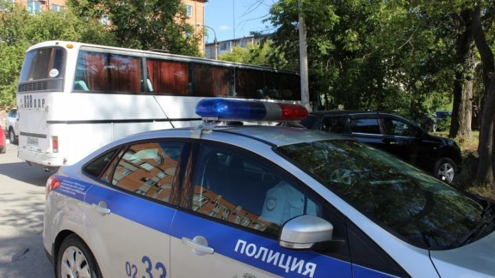 Нелегальных мигрантов застали в автобусе по дороге домой и обязали заплатить по 2 тысячи