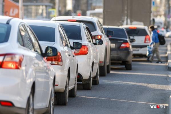 Машины едут со скоростью 3–5 км/ч