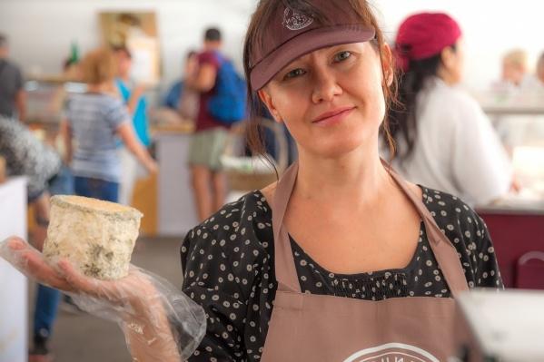 Ирина угостила французов сыром, и им понравилось