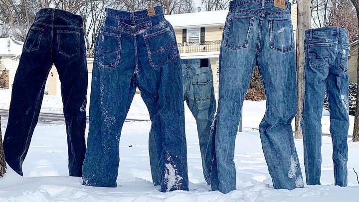 Ледяные штаны: уральцы присоединились к флешмобу с замороженной одеждой