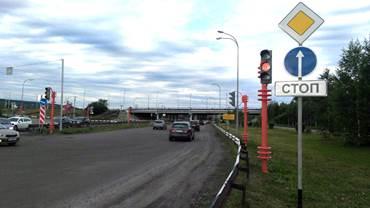 Специалисты готовят к запуску светофор на сложном в перекрёстке в Кемерово (фото)