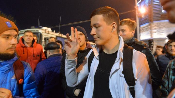 """Парень, которому стало плохо на пикете за Навального: """"Полицейский передавил мне кадык"""""""