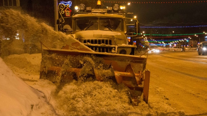 «Что мне снег»: уфимские коммунальщики борются со снегом круглосуточно