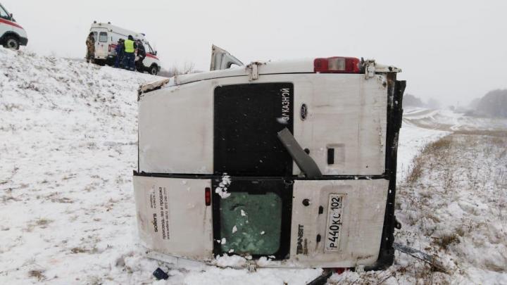 На трассе в Башкирии маршрутка с пассажирами улетела в кювет, есть пострадавшие