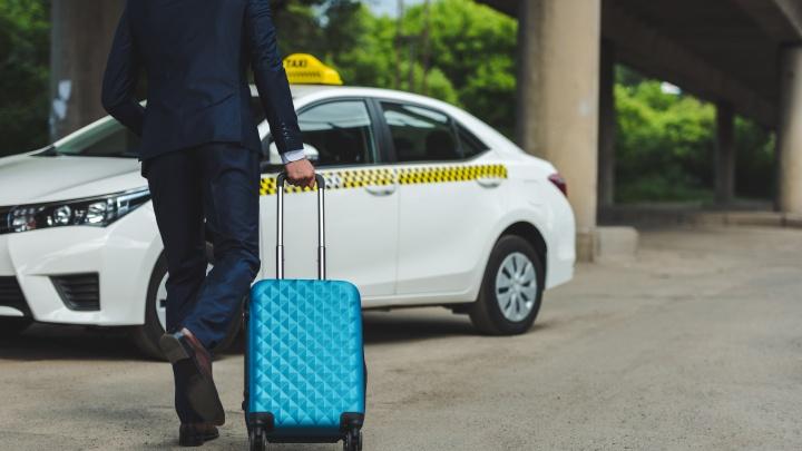 Россиян обеспечат бесплатным такси в случае экстренной отмены запланированного рейса