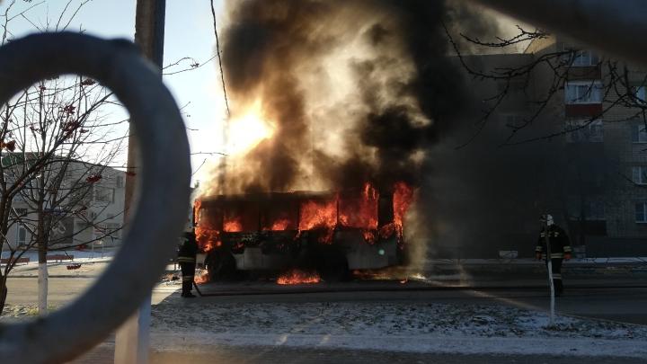 В Ростовской области дотла сгорел пассажирский автобус: есть пострадавшая