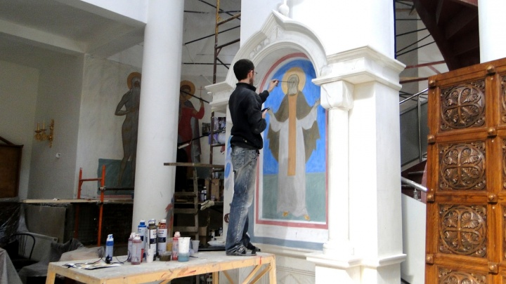 Стены в Софийском храме начали расписывать вручную