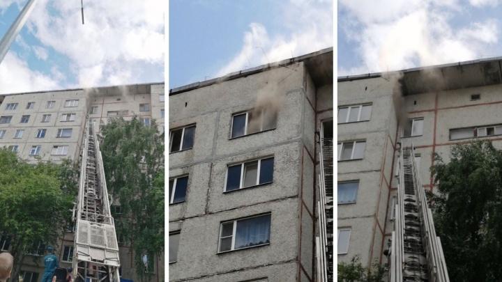 В Тюмени на Червишевском тракте горела многоэтажка: полсотни людей эвакуировали