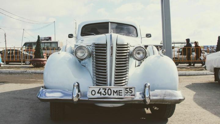 Через океан в Германию и СССР: омич рассказал историю ретроавтомобиля, который гнил на огороде
