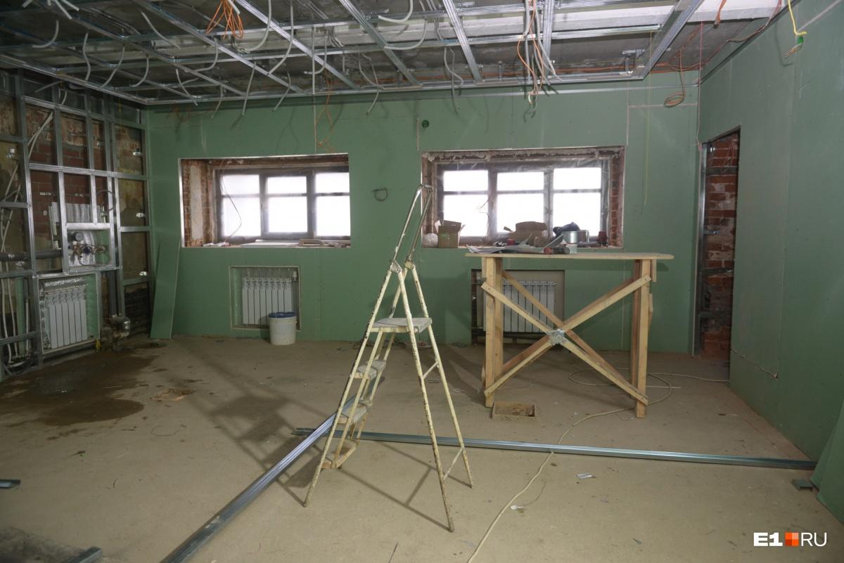 Во всем здании обустроили систему вентиляции, раньше ее просто не было, а необходимо, чтобы воздух был свежий