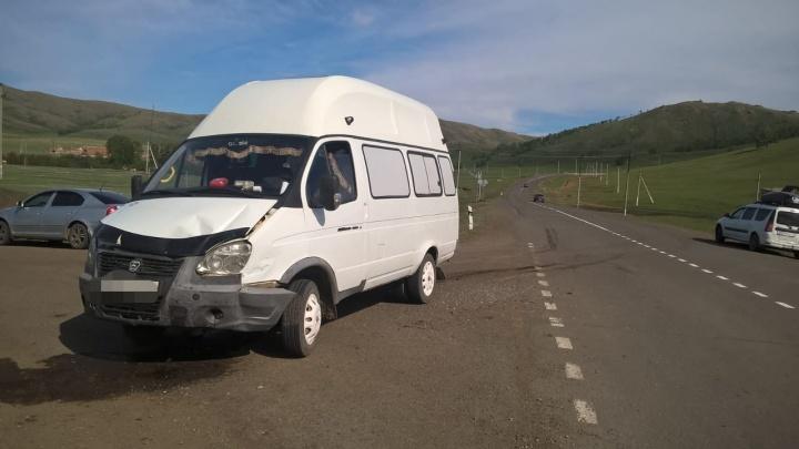 На трассе в Башкирии попал в ДТП микроавтобус «Газель» с пассажирами
