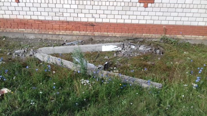 В Башкирии ВАЗ-2114 влетел в столб: двое пострадавших в тяжелом состоянии