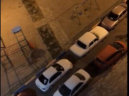 Обнаглевшие водители наглухо закрыли проезд к дому в «Солнечном»