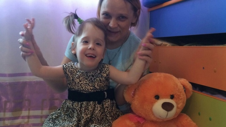 Малышку Леру, у чьей приёмной мамы нашли рак, забрали в многодетную семью