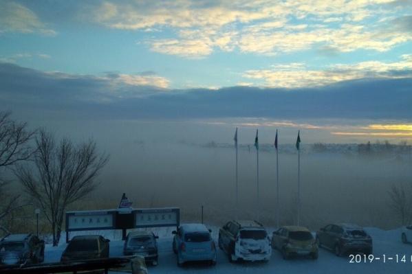 Местные жители ежедневно делятся фотографиями смога
