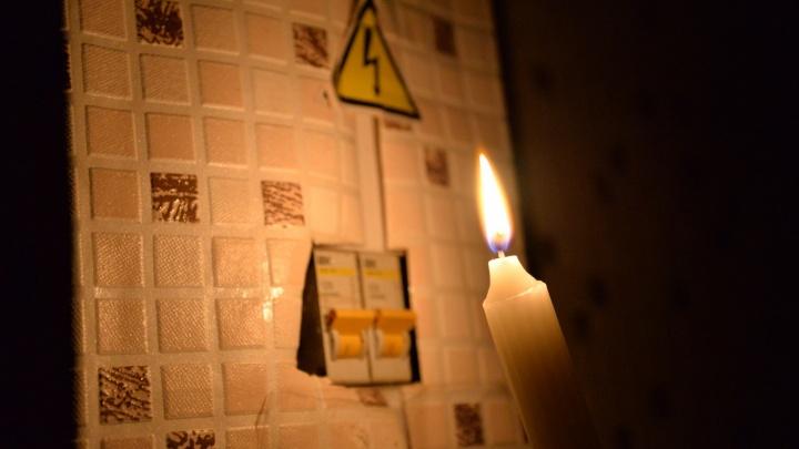 """""""Сидим без света 12 часов"""": в микрорайоне Лечебный пропало электричество"""
